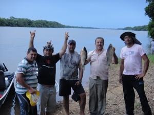 clientes e amigos na barranca do rio panema